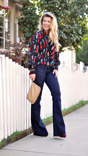 flare jeans photo