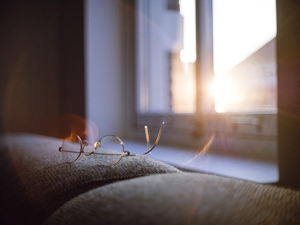 eyeglasses upside down